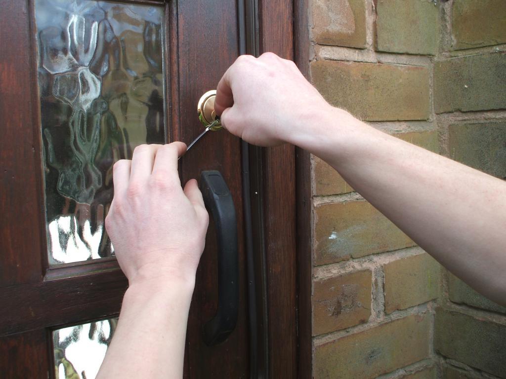 locksmith-lock-picking